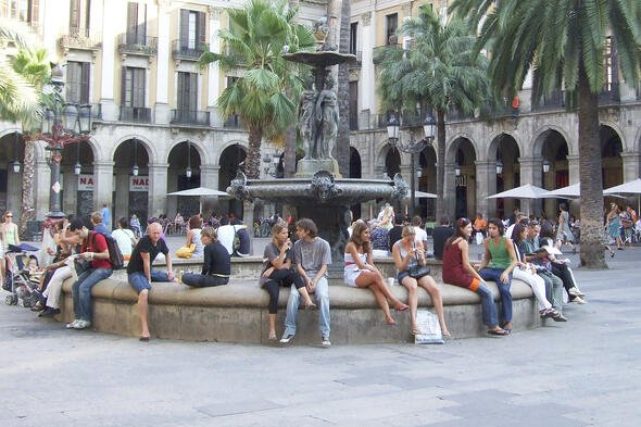 Scenic Spanish picture of people using effective communication. Spanish Accents and scenery