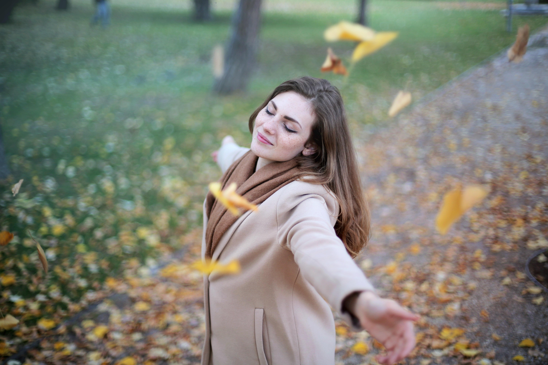 adult-autumn-autumnal-712413