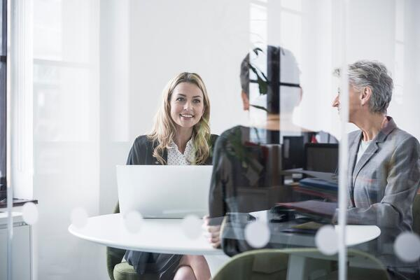 Use pauses when speaking in job interview.